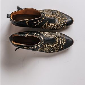 Studded ankle boots with round buckle stripes.